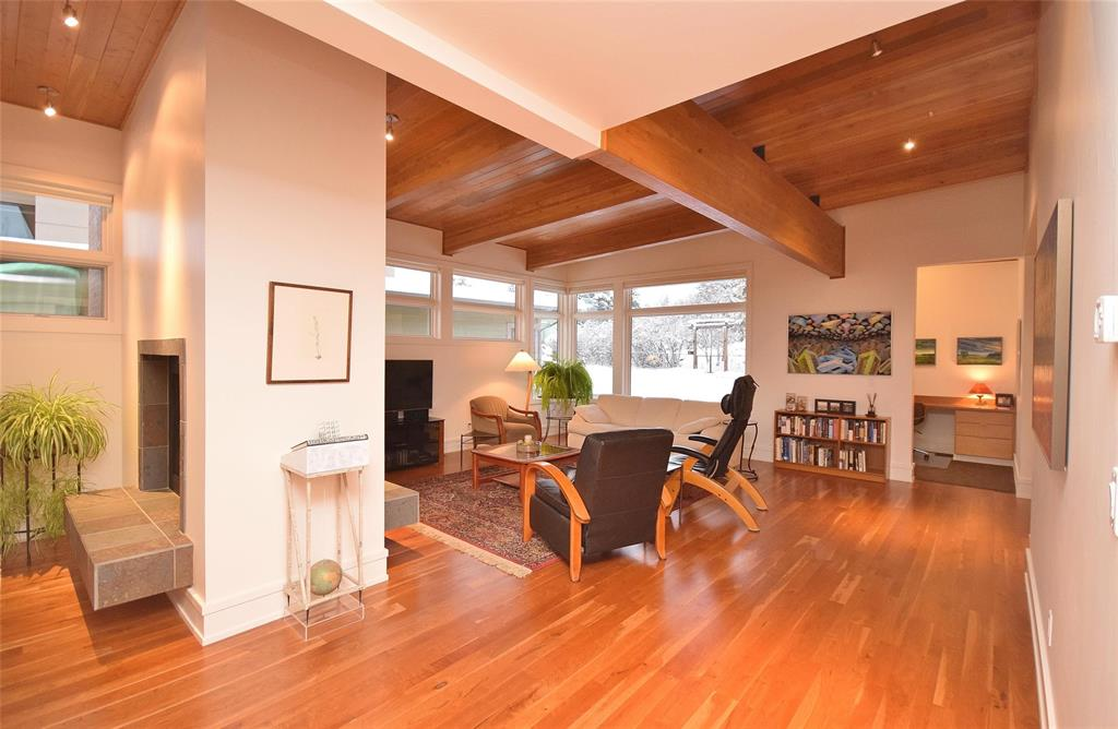 1106 S Tracy Avenue Living Room Bozeman Condos For Sale