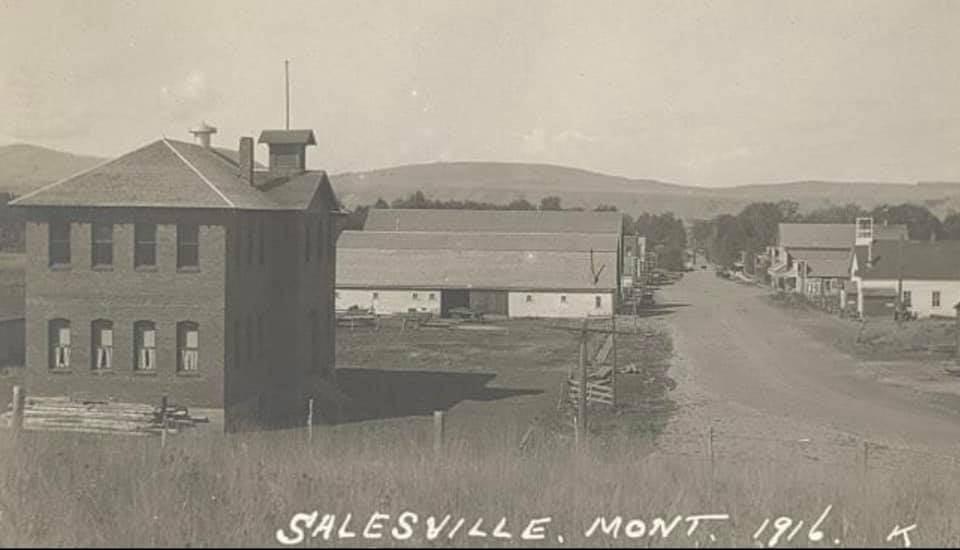 Gallatin Gateway, Montana and School 1916 Photo