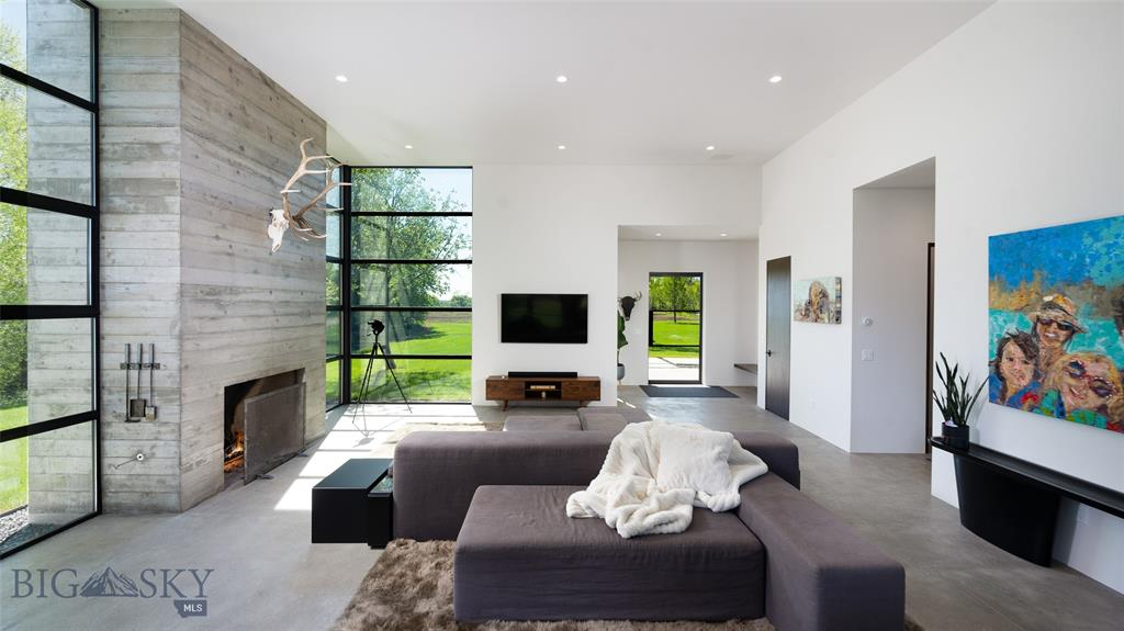 Photo Living Room, 20 Eerie Drive, Columbus Montana Luxury Real Estate Offering